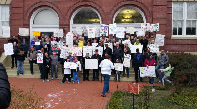 Group holds rally in Fredericksburg to show support for Obamacare